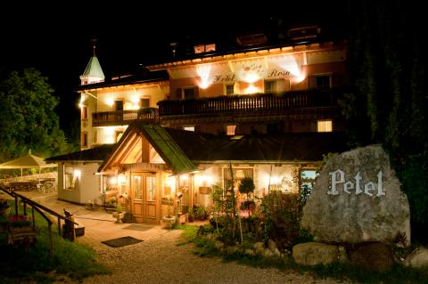 Hotel Rosa Resort notturno
